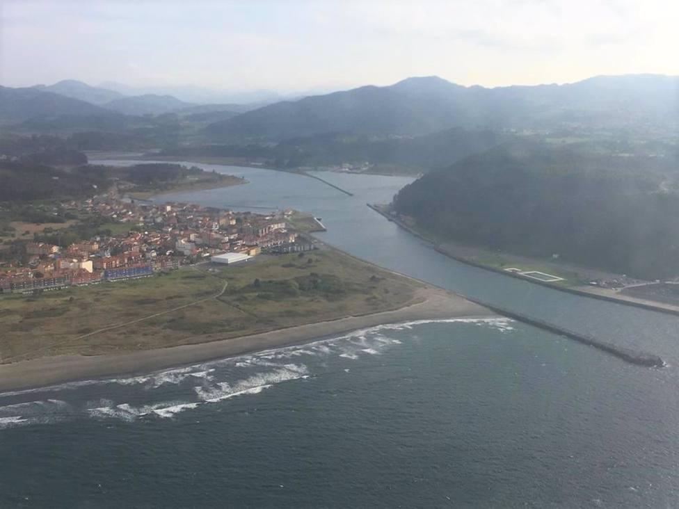 Desenbocadura del río Nalón entre San Juan de la Arena y San Esteban de Pravia