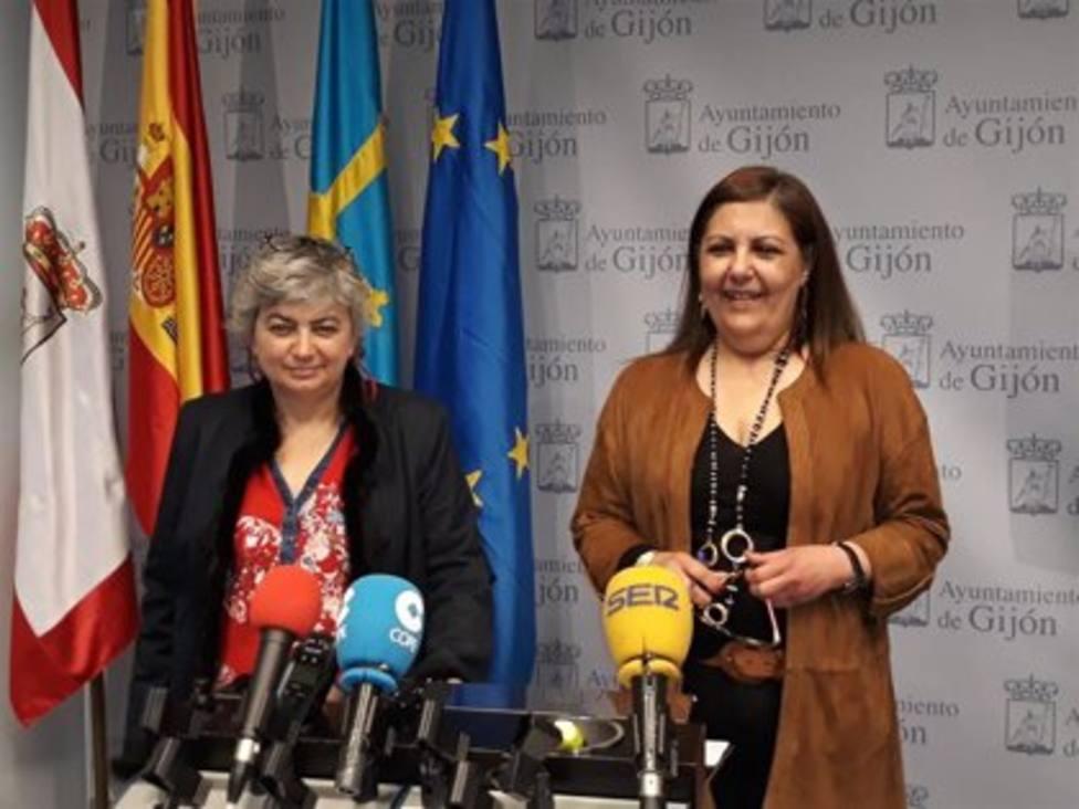 La alcaldesa de Gijón, Ana González, junto a la portavoz del gobierno municipal, Marina Pineda