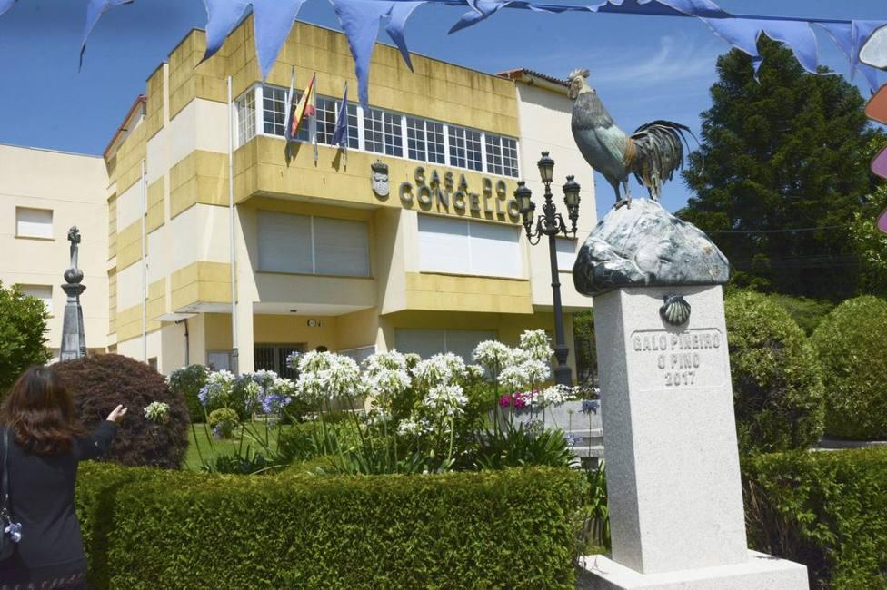 Fachada del Ayuntamiento de O Pino (A Coruña)