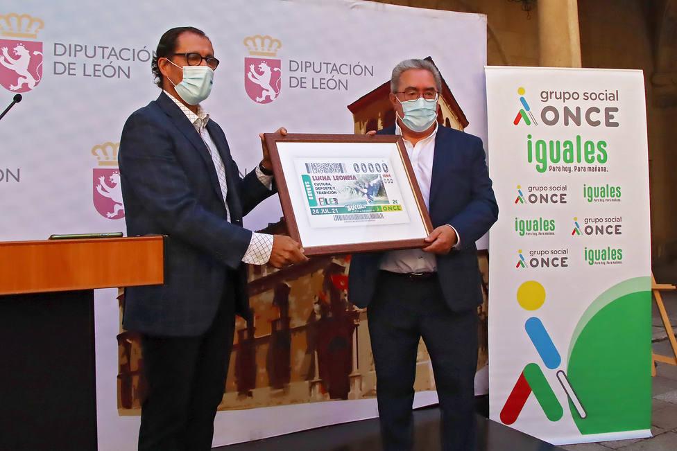 Presentación del cupón de la ONCE dedicado a la lucha leonesa