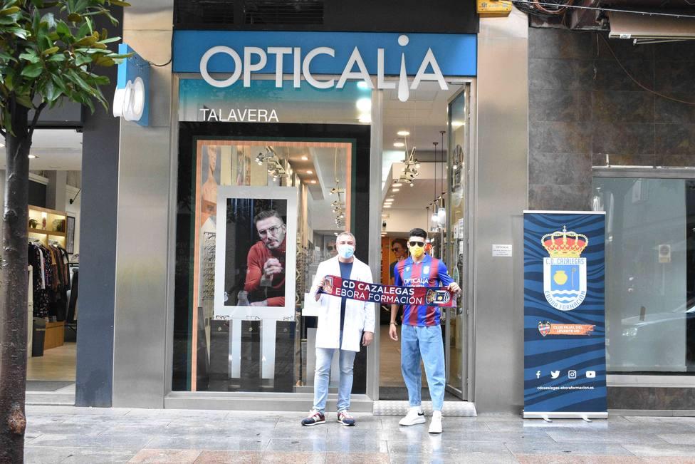 ctv-8uy-acuerdo-patrocinio-opticalia-en-talavera-con-cd-cazalegas-ebora-formacin