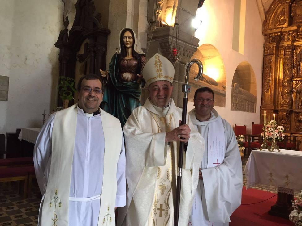 Javier Rodríguez Couce, a la derecha de la imagen, con el anterior obispo de Mondoñedo-Ferrol - FOTO: Diócesis