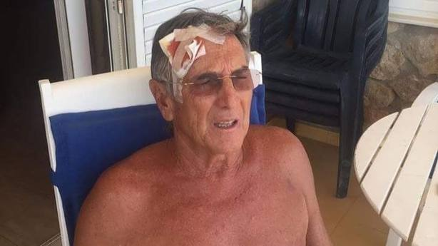 Imagen del hombre herido en Oliva por criticar el uso de una pancarta independentista