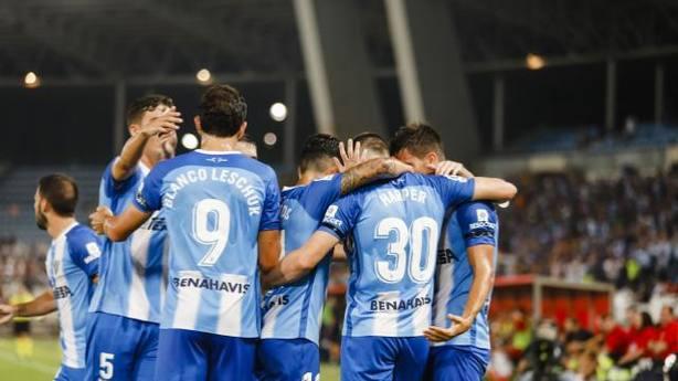 El Málaga celebra el gol al Almería (@LaLiga)