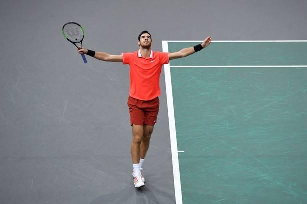 Khachanov sorprende a Djokovic y logra en París su primer Masters 1.000