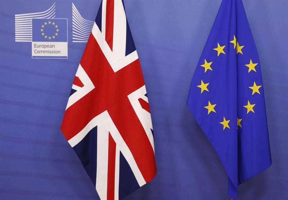 Un Brexit sin pacto tumbaría la libra y dispararía la inflación, según banco central británico