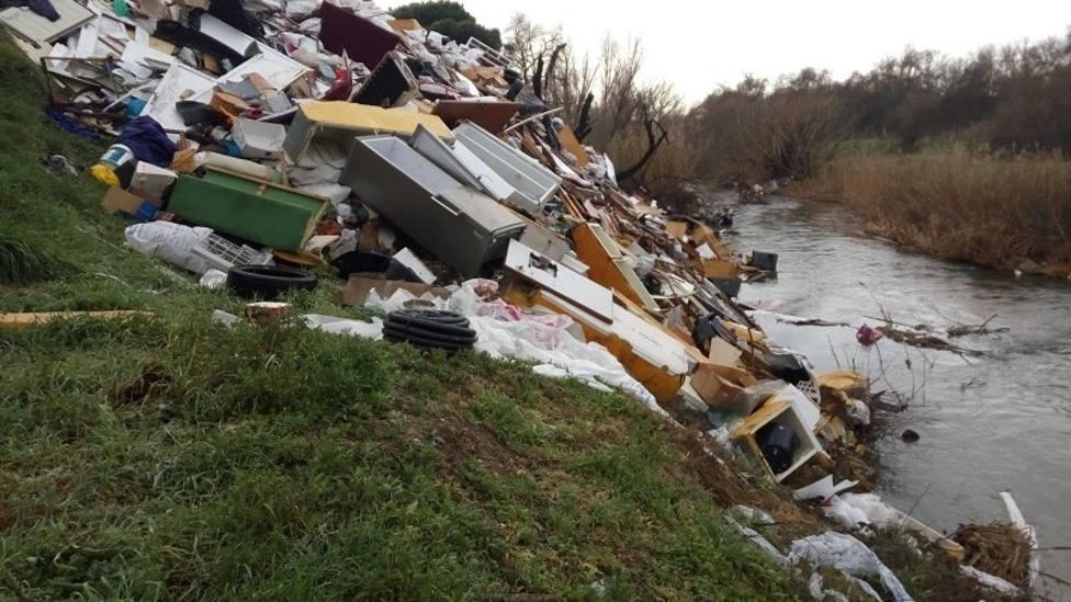 Residuos en el Parque Regional del Curso Medio del Río Guadarrama /Ecologistas en Acción