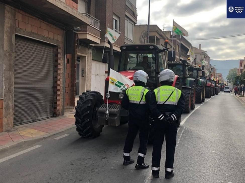 Comienzan retenciones por tractorada en diversas vías próximas a Murcia