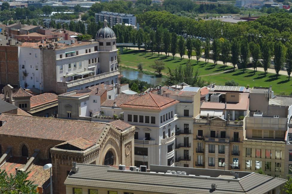 Denunciado el responsable de un bar de Lleida y clientes que tomaban café
