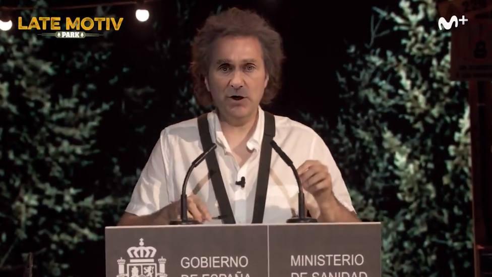 Raúl Pérez borda la mejor imitación de Fernando Simón hasta la fecha y dedica una canción a Pedro Sánchez