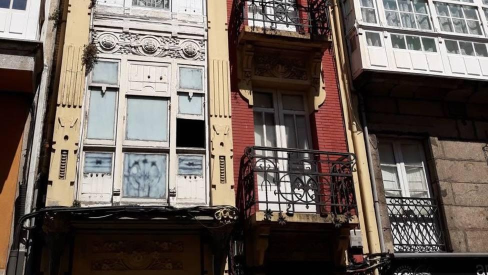 Fachada de la calle Orzán del edificio en el que se realizó el operativo