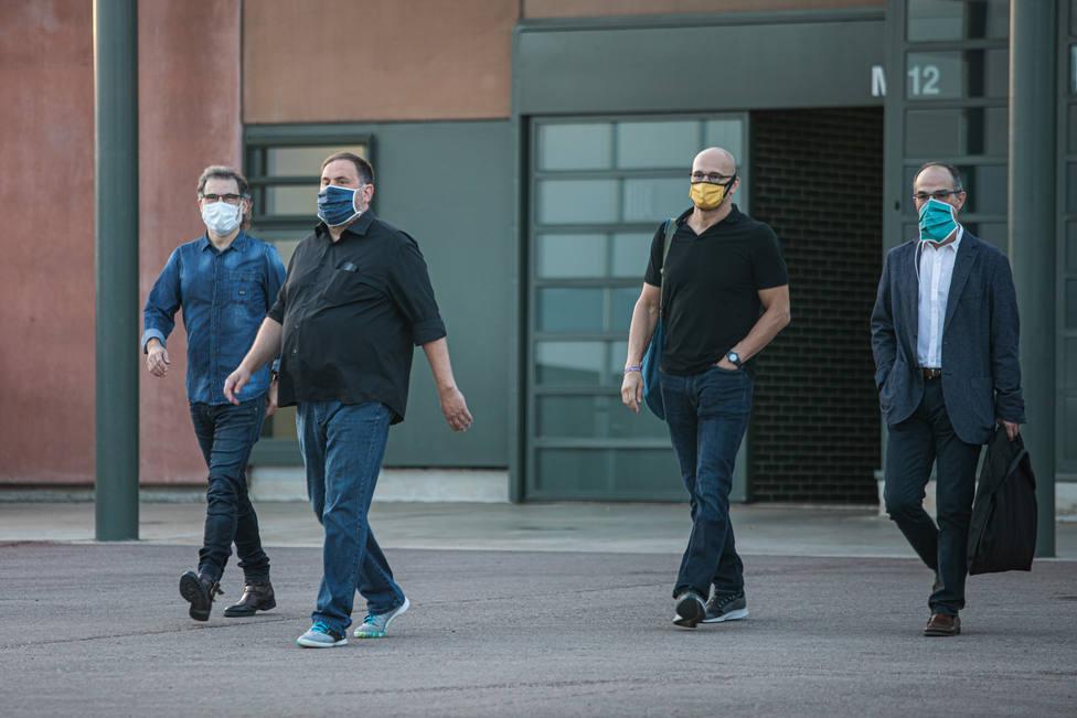 Jordi Cuixat, Oriol Junqueras, Raül Romeva y Jordi Turull salen de la cárcel de Lledoners