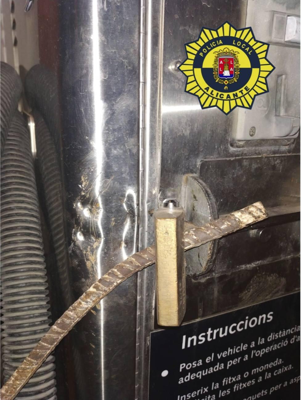 El hombre utilizó una barra de hierro de 65 centímetos de longitud (Ayuntamiento de Alicante)