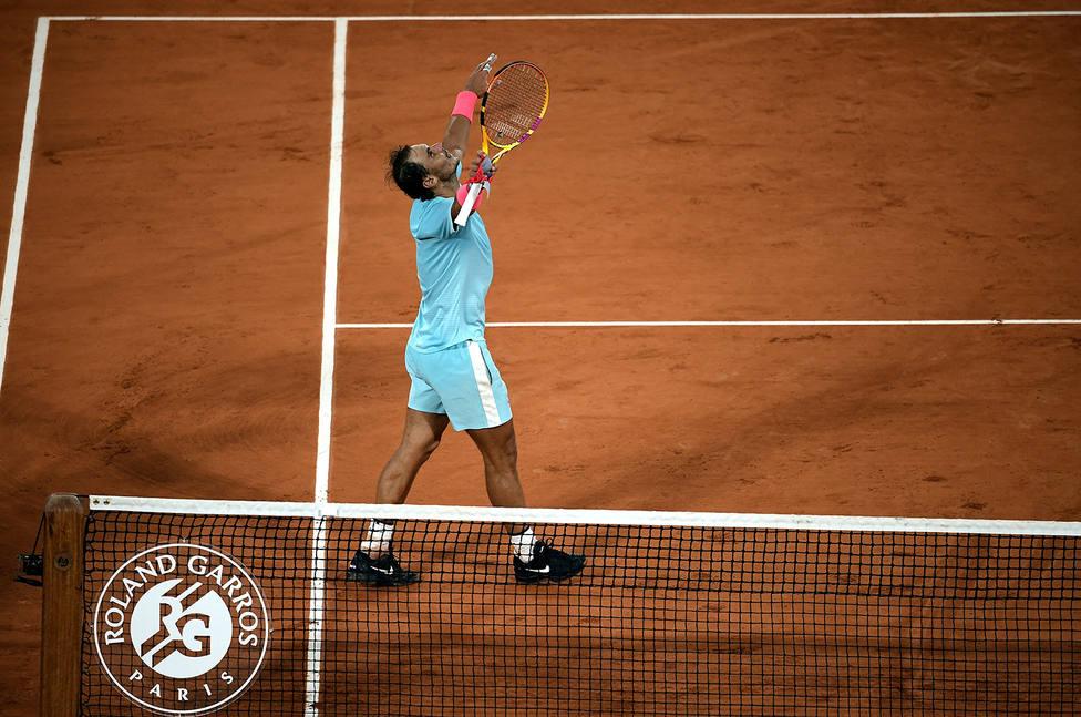 Rafa Nadal celebra su pase a semifinales en su partido 100 en Roland Garros, donde lleva 98 victorias (EFE)