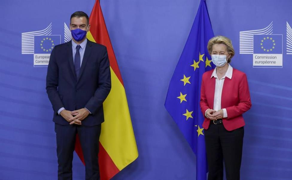 Pedro Sánchez junto a la presidenta de la Comisión Úrsula Von Der Leyen