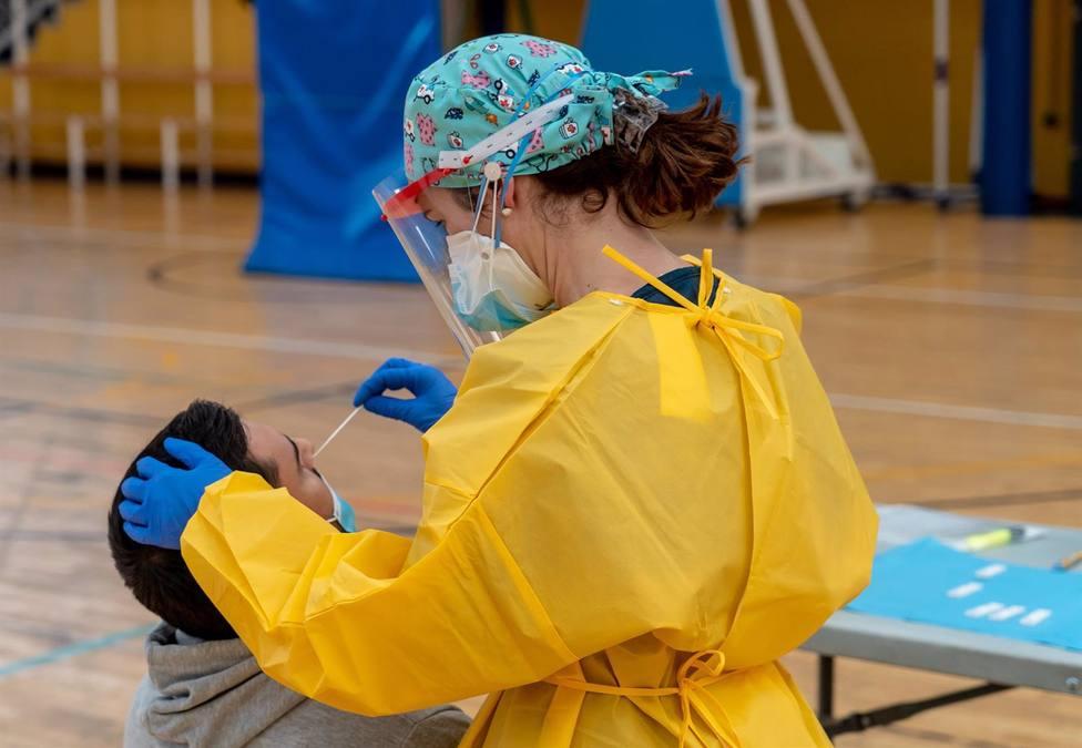 Andalucía registra 22 muertes y 2.127 casos pero suben los hospitalizados tras cinco días en descenso