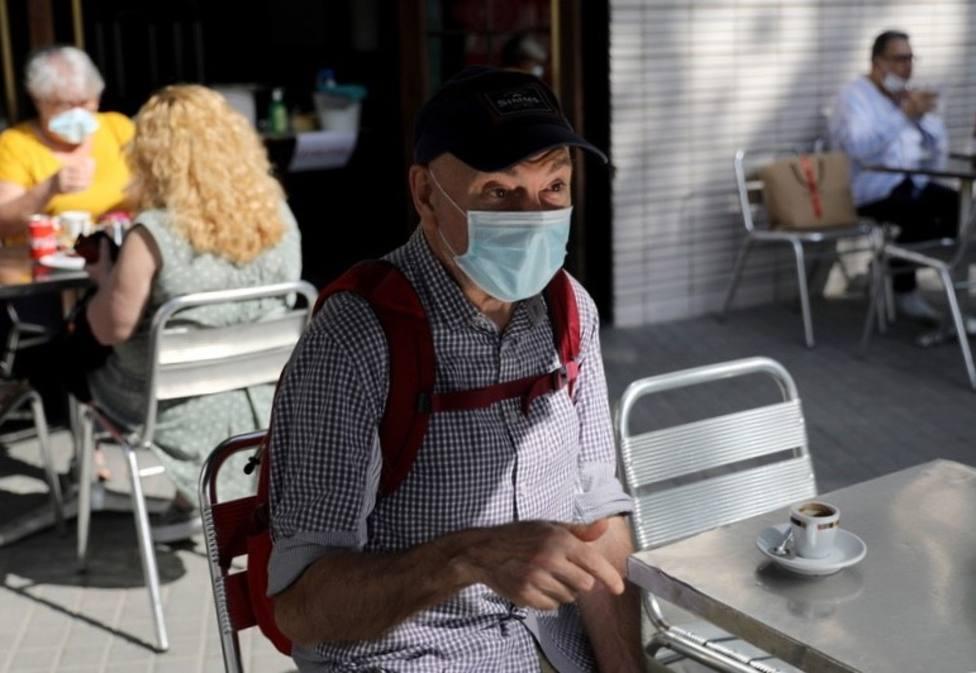 Salud recuerda la obligación de usar mascarilla en las terrazas de los bares