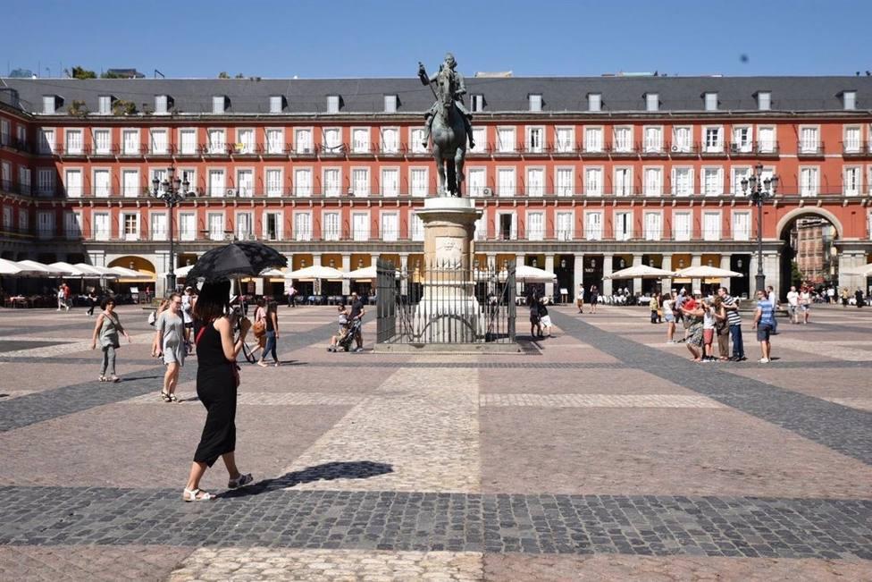 Los Hosteleros de la Plaza Mayor de Madrid facturarán este puente un 50% menos
