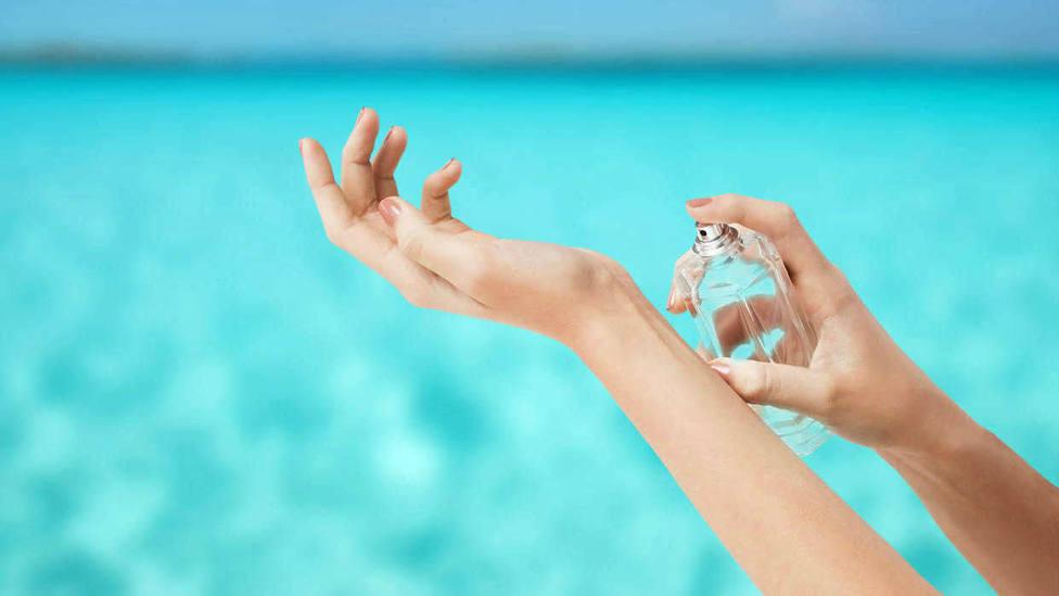Trucos fáciles para que un perfume dure más en la piel