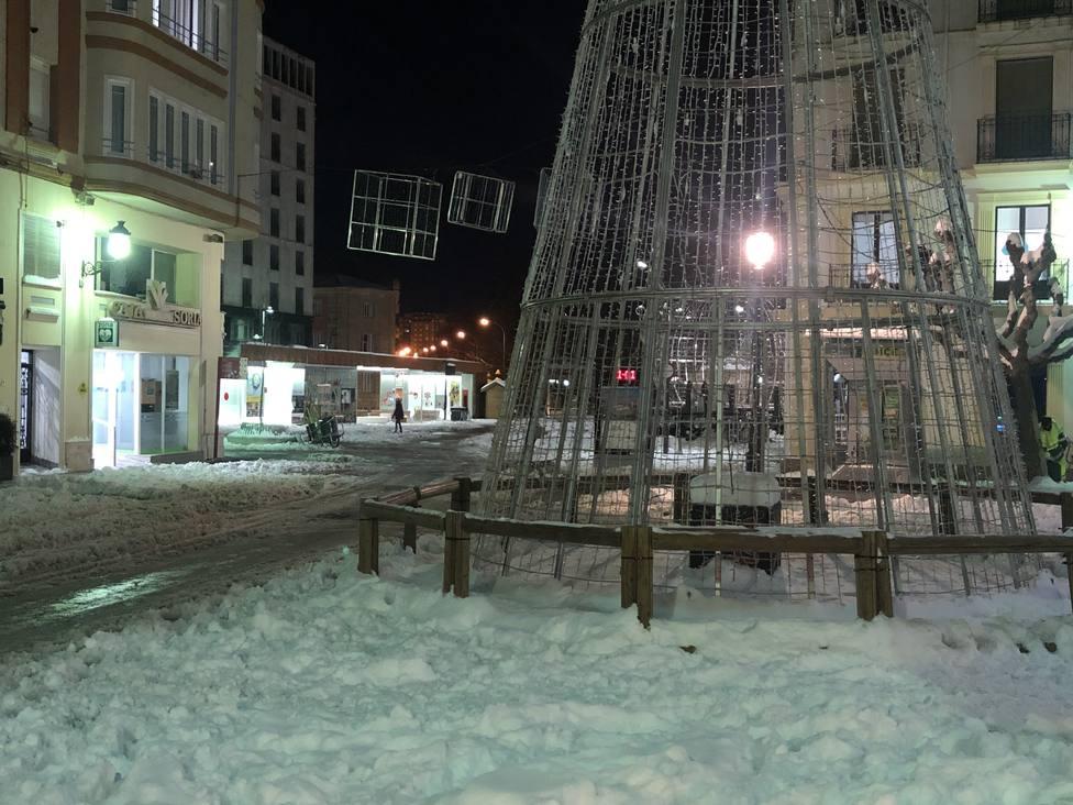 La nieve y el hielo cubren las calles de la capital soriana