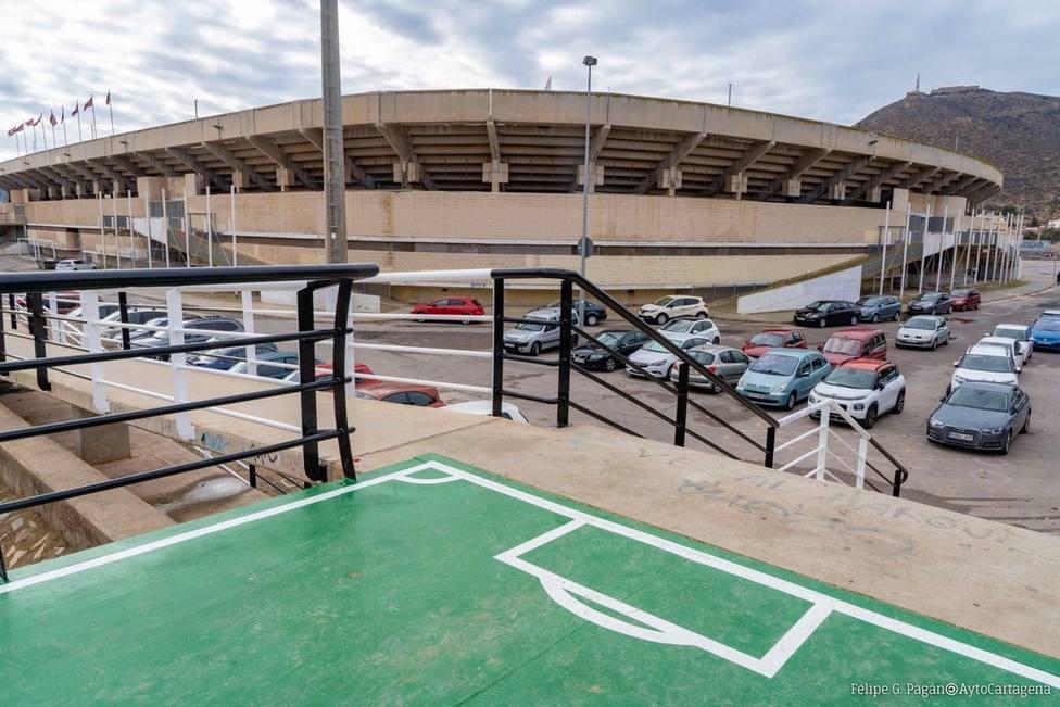 Finaliza la renovación de la pasarela peatonal de la Rambla de Benipila, en Cartagena