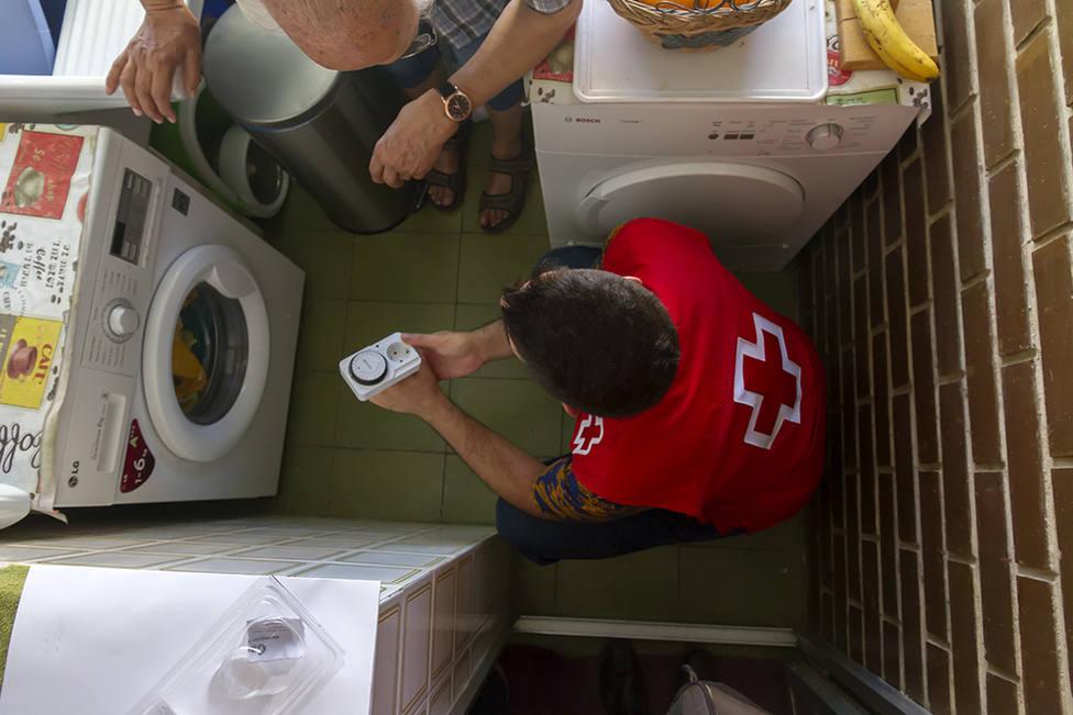 Más del 50% de las familias atendidas por Creu Roja tiene que elegir entre comprar la comida o calentar sus h
