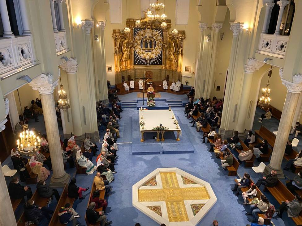 La parroquia de La Paloma, afectada por la terrible explosión, vuelve a acoger una celebración