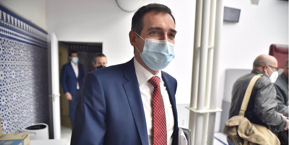 El diputado expulsado de Vox Murcia mantiene que el partido se financia de manera irregular