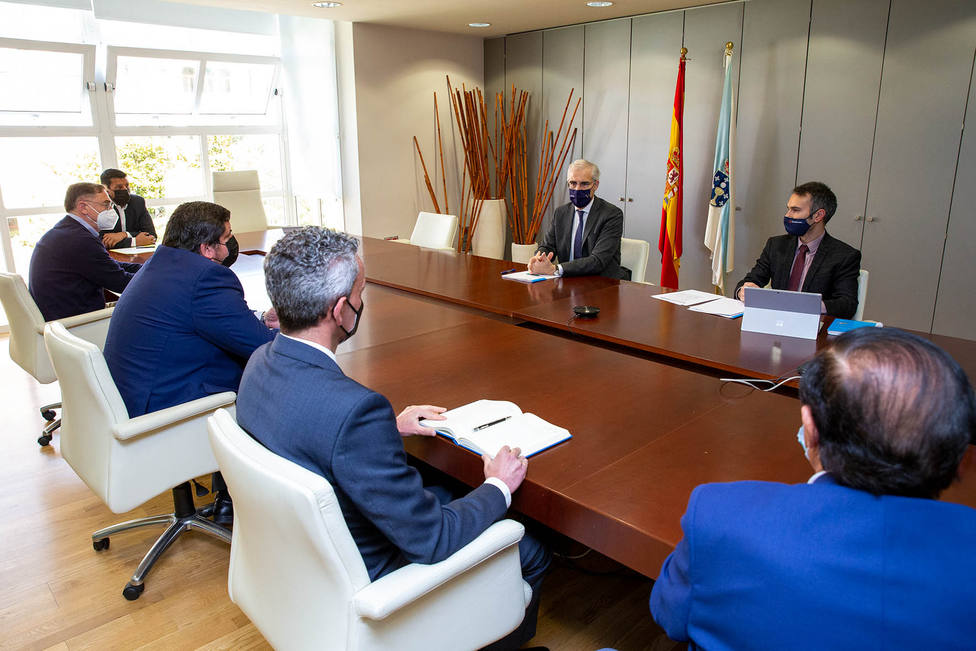 Francisco Conde se reunió con los empresarios de Ferrolterra en Santiago - FOTO: Xunta / Xoán Crespo