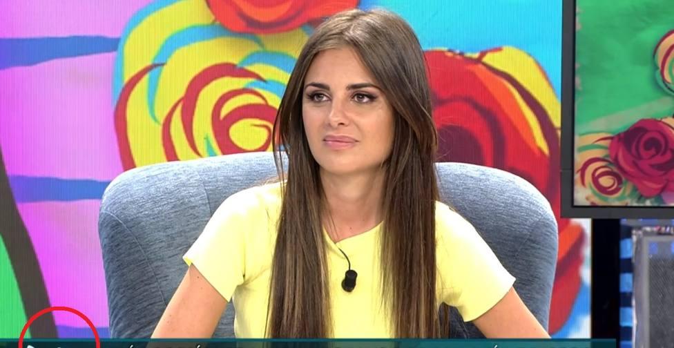 Cachondeo con el error de Viernes Deluxe durante la entrevista a Alexia Rivas: se ve en el rótulo
