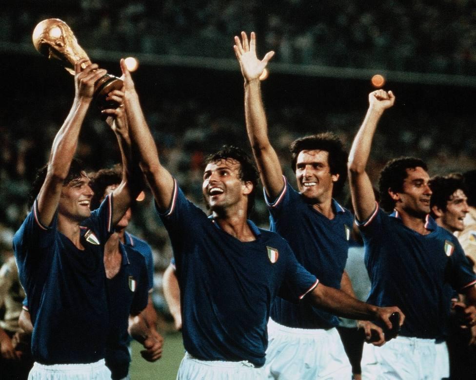 La selección de Italia, después de ganar el Mundial de España 1982.