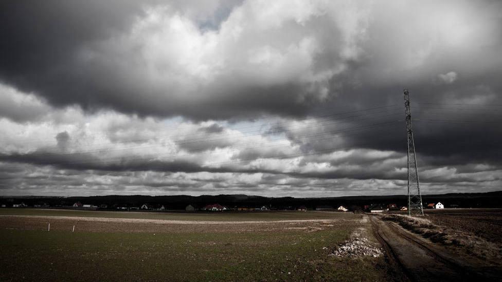 Las lluvias y tormentas afectarán este lunes a buena parte de la Península, poniendo en aviso a 13 provincias