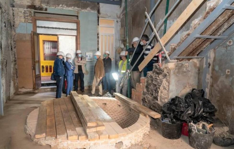 El hallazgo de un aljibe obliga a modificar el proyecto rehabilitador de la casa de Peral