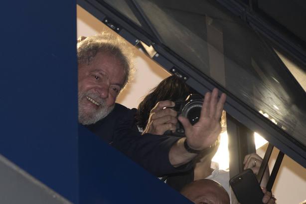Rousseff: Libre o preso, Lula será presidente