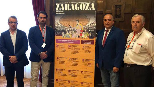 Jesús Mena, Carlos Zúñiga, el diputado provincial Alfredo Zaldívar y Julio Fontecha posan junto a los carteles