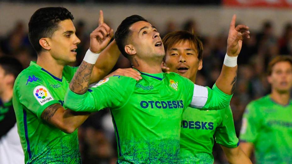 El Betis celebra el gol de Sergio León ante el Racing (@LaLiga)