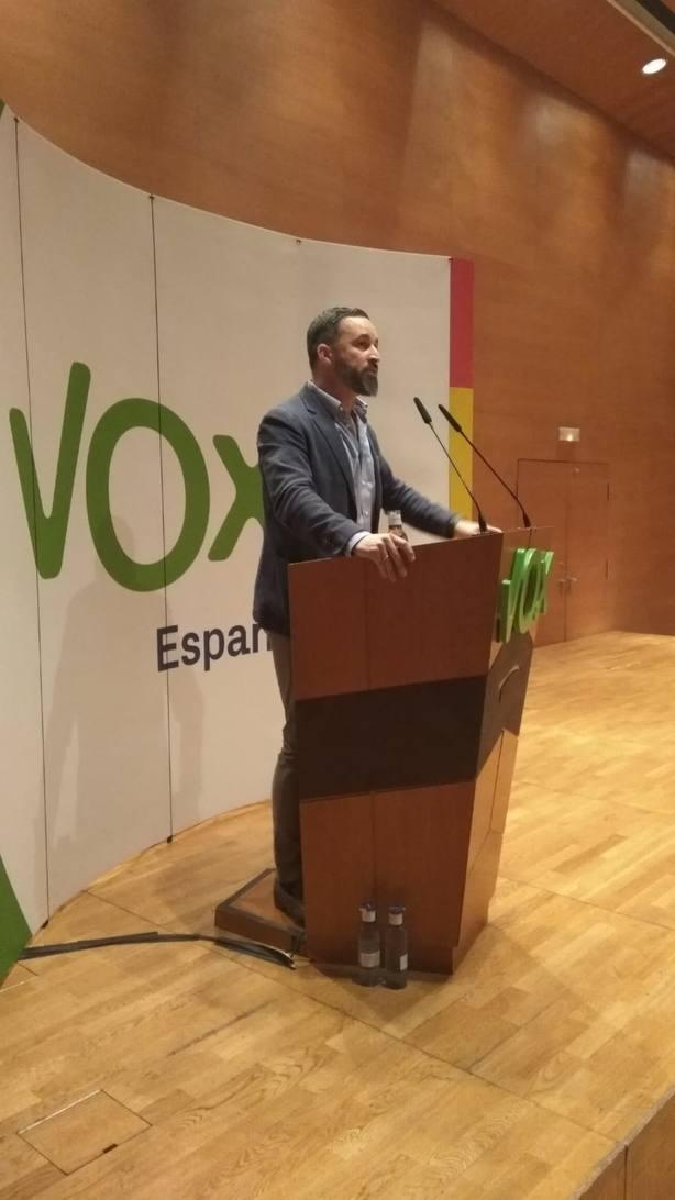 Vox no permitirá que los políticos corruptos catalanes roben una parte de la nación sin convocar a la calle