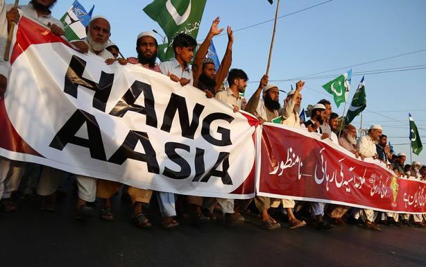Protests after top Pakistan court commutes Asia Bibis death sentence