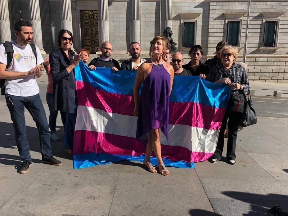 Transexuales exigen a Unidos Podemos que pongan fecha al debate de su ley en el Congreso y amenazan con protestas