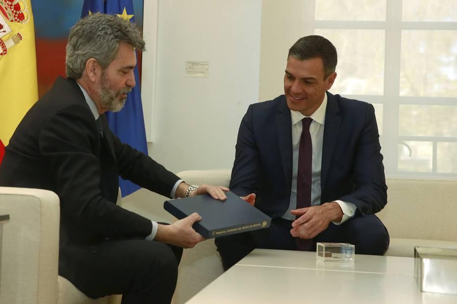 Lesmes entrega a Sánchez en Moncloa las memorias anuales del Tribunal Supremo y del Consejo General de Poder Judicial