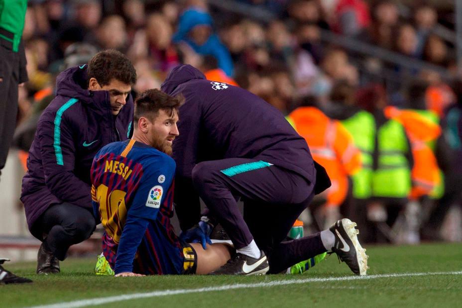 Messi, lesionado ante el Valencia (EFE)