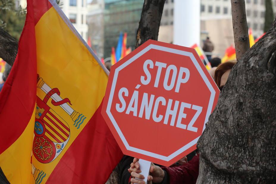Moreno defiende la unidad de España y critica la ausencia del PSOE-A