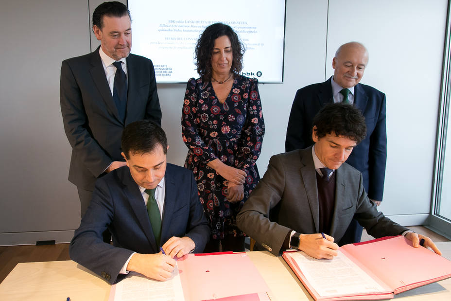 Xabier Sagredo (BBK) y Unai Rementería (Diputado General Vizcaya) firman el concurso arquitectónico