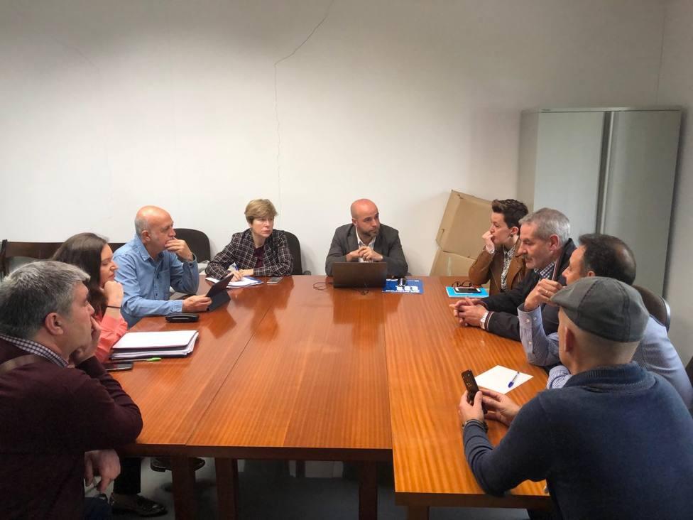 Reunión de Luis Villares con integrantes del comité de Endesa en As Pontes - FOTO: En Marea