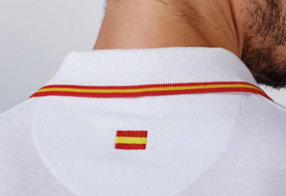 Acusan a un restaurante catalán de no servir a comensales que llevaban polos con la bandera española