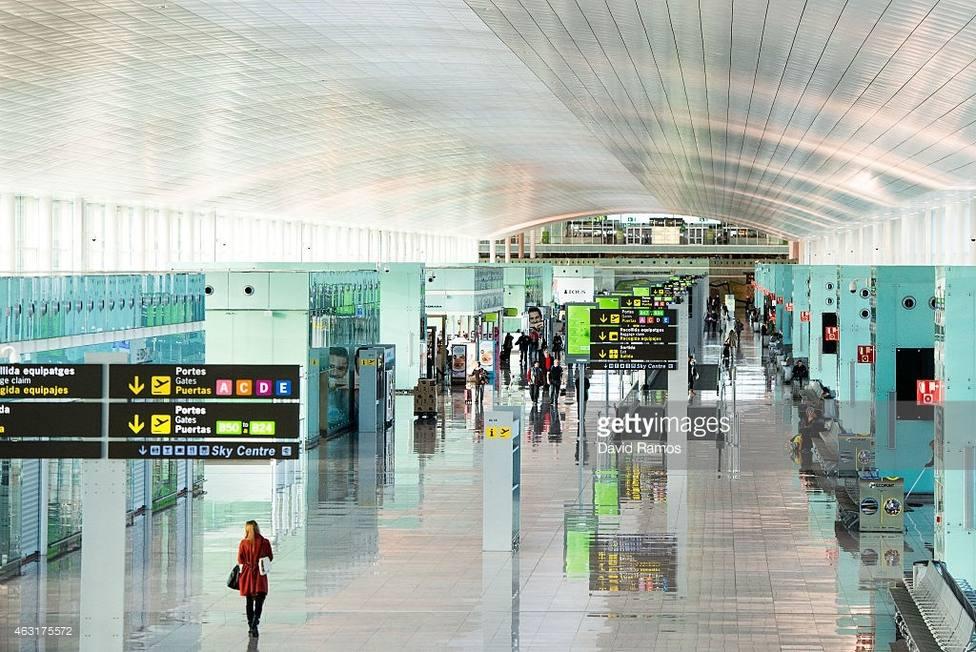 Los aeropuertos, puertos, trenes y carreteras funcionan con normalidad este domingo en Cataluña