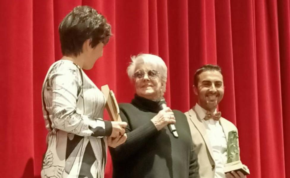 Guardo homenajea a la actriz Lola Herrera