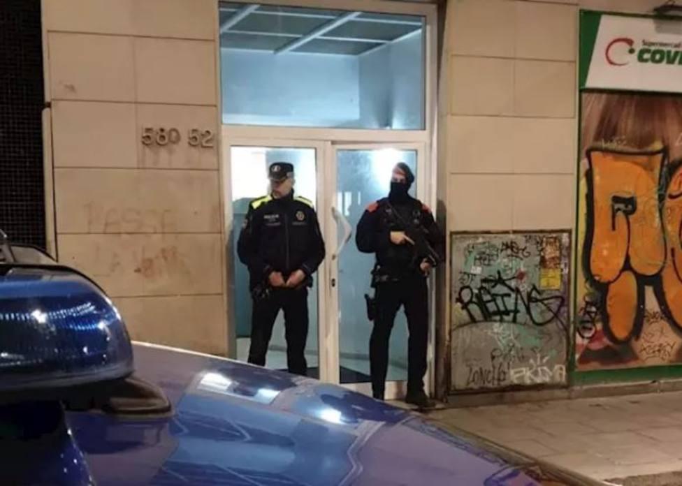 Mossos y Guardia Urbana detienen a cuatro miembros de un clan acusados de tráfico de droga en Barcelona