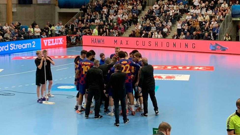 El Barça celebra su triunfo en la pista del Elverum de Noruega (@FCBhandbol)