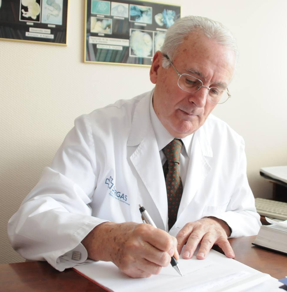El doctor Javier Martínez Pérez-Mendaña
